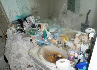 Gross filth - soiled adult diapers piled high in bathroom, picture #2